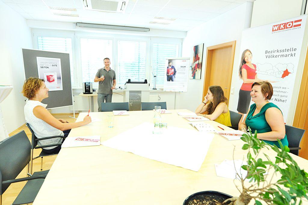 Business Lounge Voelkermarkt, stattfindendes Seminar mit 3 Teilnehmenden
